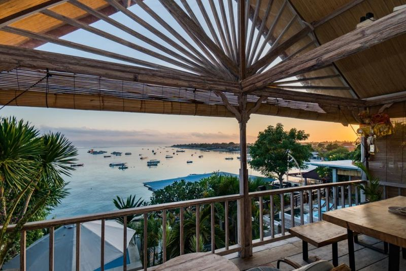 Villa Aman is located in Nusa Lembongan. It features an outdoor swimming pool, a terrace, sea views and free WiFi throughout the property.