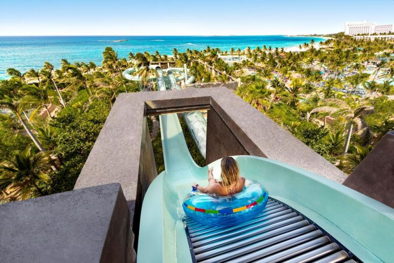 Leisure facilities at The Beach at Atlantis include a spa with a sauna and a hot tub. The large fitness center offers yoga and spinning classes, and guests can relax on the private beach or by the pool.
