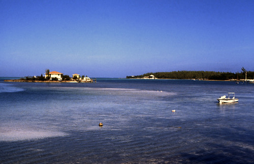 In Hope Town on Great Abaco Island, Fowl Cay is a sea and land preserve which is particularly appealing to divers and snorkelers. Chartered boating tours are popular in this area also, as the sailing is reported to be superb.