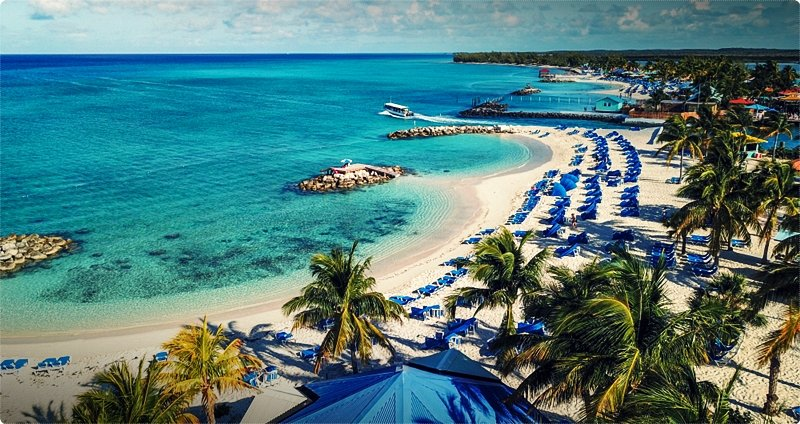 The 2 biggest islands in the Bahamas are Grand Bahama and New Providence, where the capital, Nassau, is situated. More than half the population is employed in tourism, and the two largest islands especially, for better or worse, feel like one big tourist holiday resort.